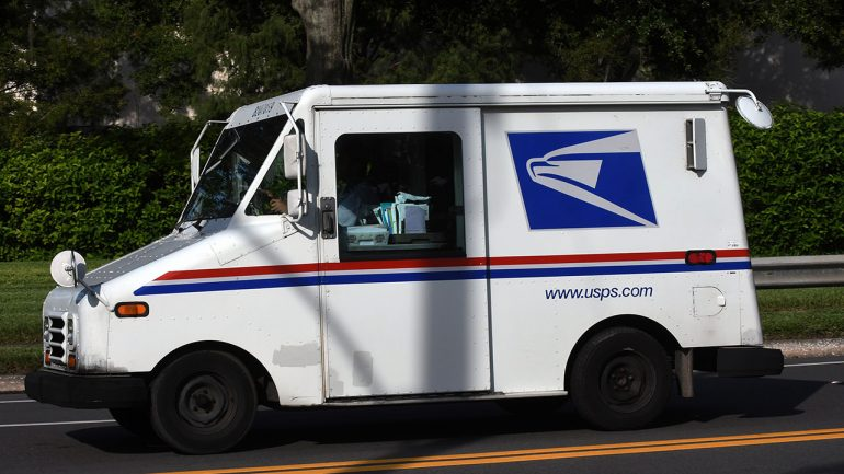 """""""Unprecedented"""" mail volume delays the Christmas gifts"""