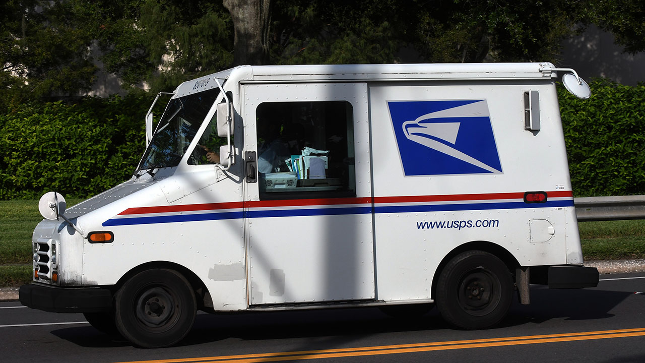 """Unprecedented"" mail volume delays the Christmas gifts"