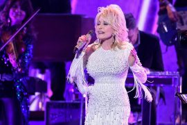 """Dolly Parton Duos with Barry Gibb to recreate the classic B-Jeez """"The Words"""""""